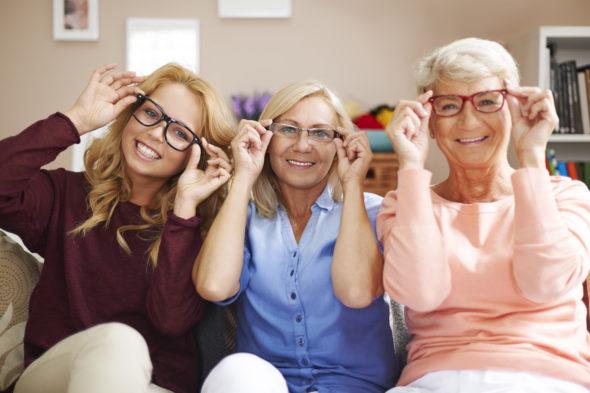 women-wearing-glasses